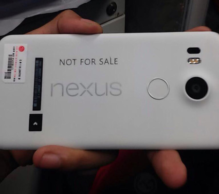 Una fotografía del nuevo Nexus 5 de LG aparece en escena