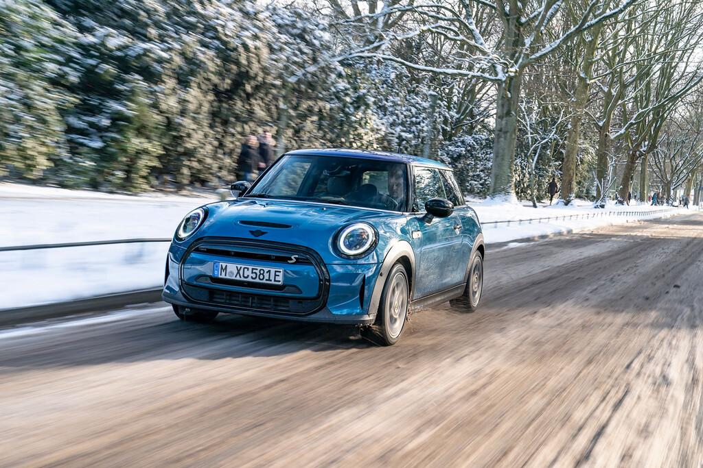 El úlimo MINI de combustión se presentará en 2025 para que en 2027 el 50% de sus ventas sean de coches eléctricos, según Der Spiegel