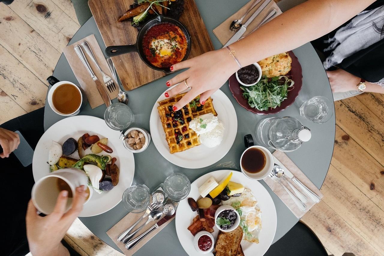 Desayunar como un rey, comer como un príncipe y cenar como un mendigo: ¿es un mito o realmente funciona para...