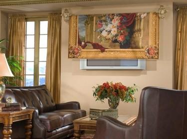 Ocultar el televisor con un tapiz, ¿buena o mala idea?