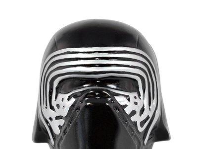 Ahorra como un miembro de la Primera Orden con esta hucha Star Wars Kylo Ren por 4,99 euros