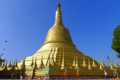 Monasterios y la pagoda más alta del país en Bago, Myanmar