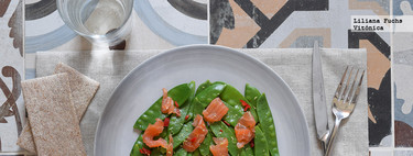 Tirabeques con salmón ahumado. Receta saludable