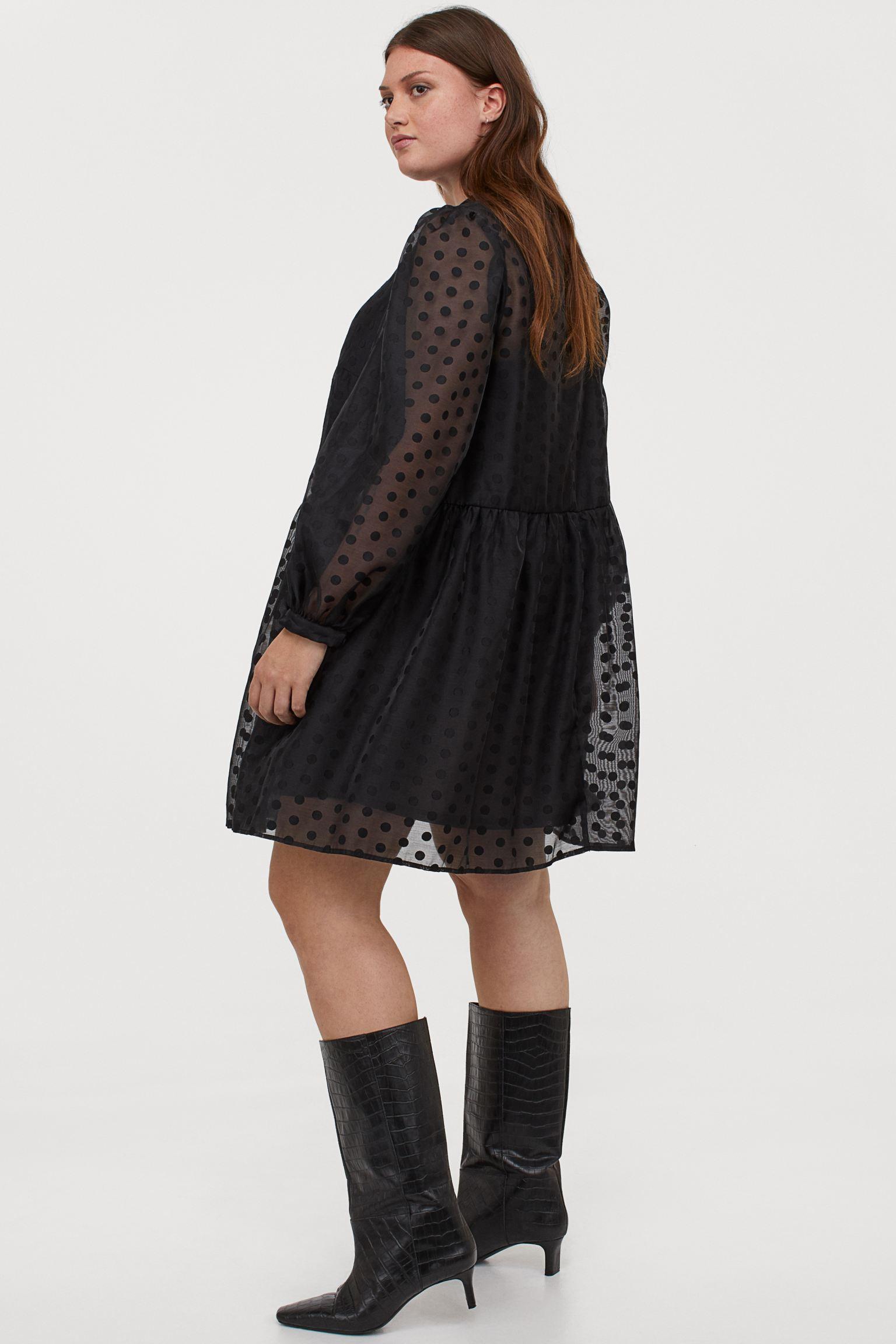 Vestido negro de tejido plumeti