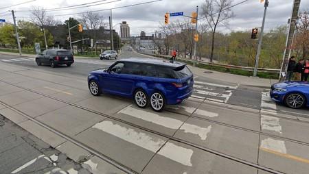 Este Range Rover Sport con seis ruedas ha sido 'creado' por Street View de Google Maps y no lo verás en ningún sitio más