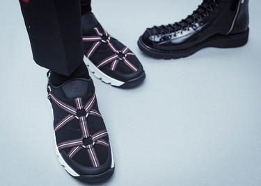 El lujo fuerte de las sneakers con correas de Dior Homme 2017