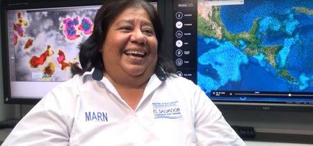 La impagable reacción de la primera metereóloga salvadoreña al meme que se reía de su físico