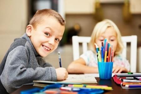 Los niños de Cantabria tendrán una semana de vacaciones cada dos meses de clase, ¿solución o complicación?