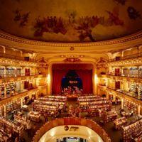 Este teatro con casi 100 años de antigüedad es ahora una de las librerías más bellas del mundo