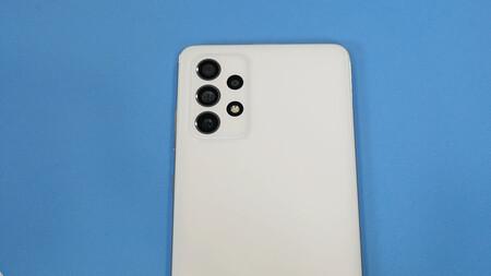 Samsung Galaxy A72 01
