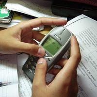La potente vibración de los viejos Nokia causa furor como juguete sexual