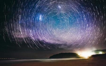 Así podemos crear un vórtice estelar si somos aficionados a la astrofotografía