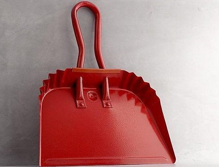 bolso-rojo-recogedor-remodelista.jpg
