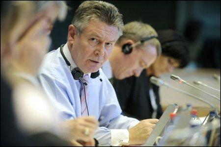 El comisario Karel De Gucht acusado de ocultar 1,2 millones a la Hacienda belga