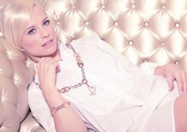 Soraya Arnelas ahora modelo de joyas