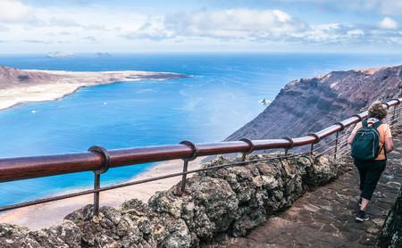 """El Mirador del Río: las vistas más espectaculares desde Lanzarote a la """"nueva"""" isla de Canarias"""