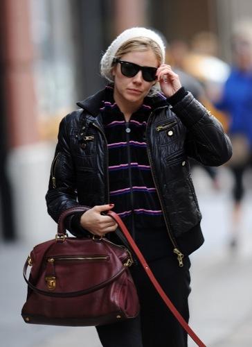 Foto de Sal a pasear al perro con estilo, copia a Sienna Miller (17/22)