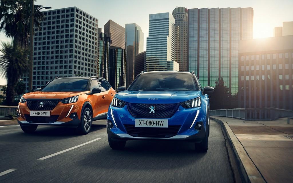 El nuevo Peugeot 2008 se estrena como SUV eléctrico con una autonomía de 310 km e instrumentación 3D holográfica