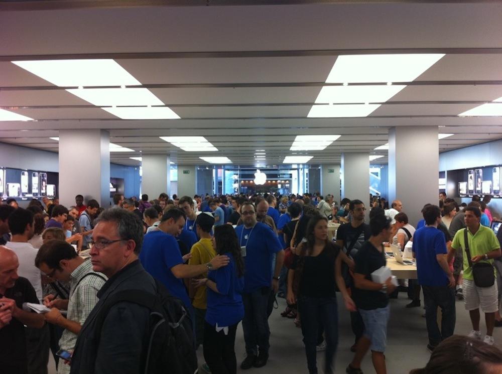 Foto de Inauguración Apple Store La Maquinista (60/93)