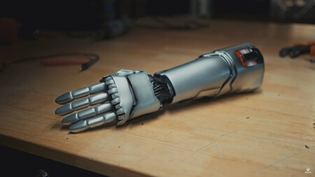El brazo biónico de Johnny Silverhand de Cyberpunk 2077 se vuelve real gracias a esta prótesis de Limbitless Studios