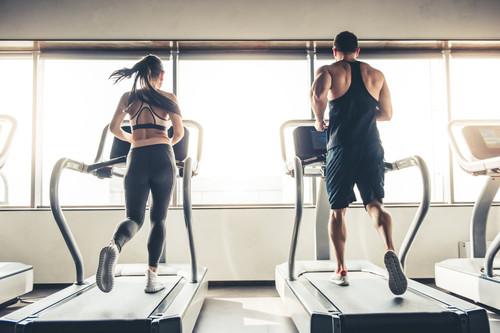 Adelgazar y hacer ejercicio: sobre si es mejor una hora de pesas o una hora de cardio