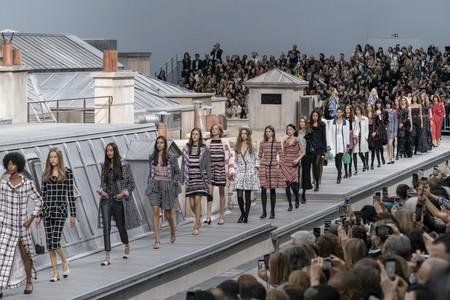 Chanel primavera-verano 2020 desfila por los tejados de París