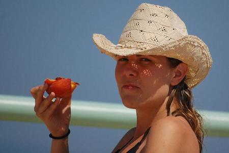 Nutrición: alimentos que refuerzan tu piel frente al sol