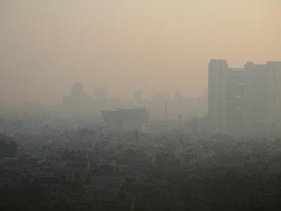 El aire de Nueva Delhi está tan contaminado que respirarlo equivale a fumar 45 cigarrillos al día