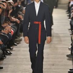 Foto 2 de 10 de la galería raf-simons-primavera-verano-2010-en-la-semana-de-la-moda-de-paris en Trendencias Hombre