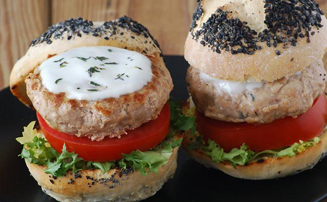 Receta de hamburguesas de atún picantes, una forma diferente de disfrutar del pescado