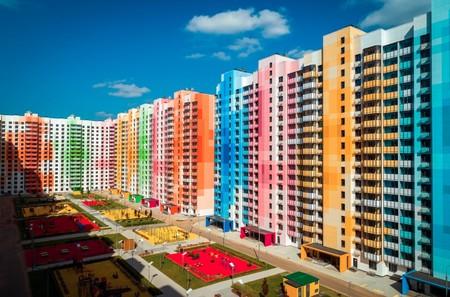 Transformar grises torres de suburbios en un lugar luminoso y colorido, un reto bien logrado que nos inspira