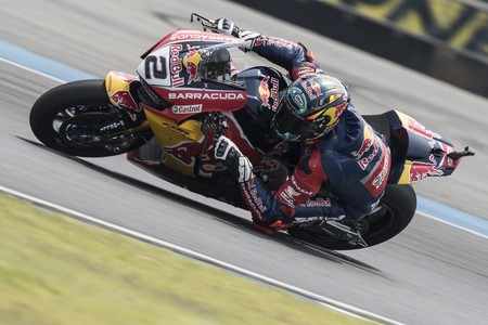 Leon Camier confía en dar un paso adelante esta temporada con el Red Bull Honda en WSBK