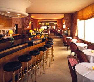 Dónde comer caviar en Paris: La Maison du Caviar en los Champs Elysées (y III)
