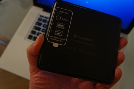 Parte inferior del Trackpad, donde nos encontramos las instrucciones de descarga del controlador