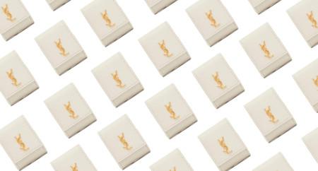 El regalo más lujoso será para tus Airpods: así es la nueva funda de Saint Laurent que cuesta más que los propios auriculares