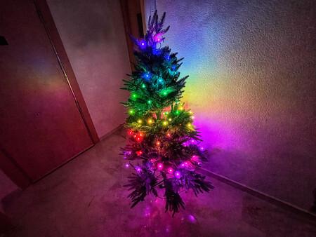 Esta Navidad he decidido controlar las luces del árbol con la ayuda del móvil y este ha sido el resultado