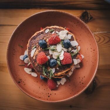 Hot cakes de avena y blueberry. Receta fácil para desayuno