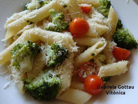 Pasta con brócoli y tomates cereza. Receta saludable