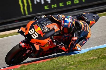 ¡Histórico! Brad Binder gana en su tercera carrera en MotoGP para darle a KTM su primer triunfo