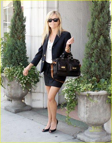 Reese Whiterspoon y su look de oficina fácil de copiar