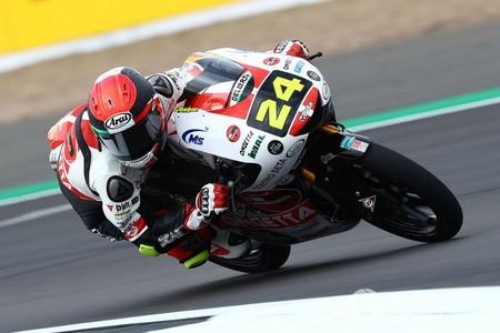 Tatsuki Suzuki se impone en una accidentada carrera de Moto3 que comprime más la general