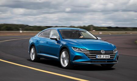 El Volkswagen Arteon eHybrid, con hasta 59 km de autonomía y etiqueta CERO, ya tiene precio en España