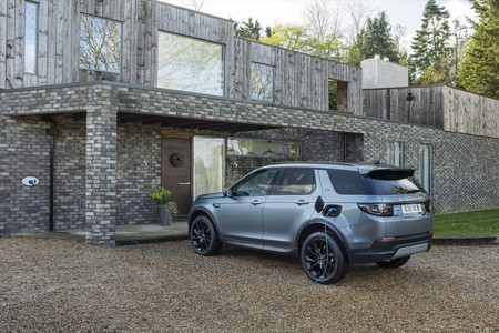 Land Rover Discovery Sport P300e PHEV
