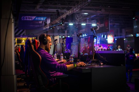 Adult Competition Computers Concentration E Sports Esports 1561945 Pxhere Com