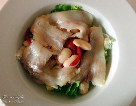 Ensalada de bacalao ahumado con pimientos del piquillo. Receta