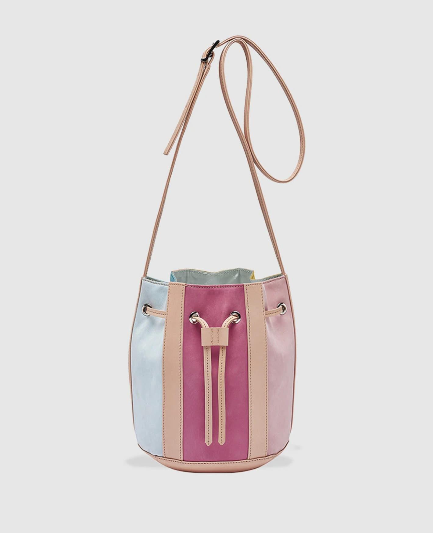 Bolso saco de piel con franjas multicolor