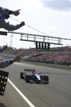 Javi Villa gana y Roldán Rodríguez sube al podium