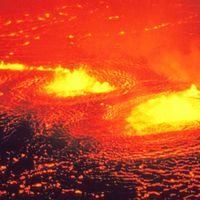 La hipnótica erupción del volcán Kilauea en Hawái. Vídeo.