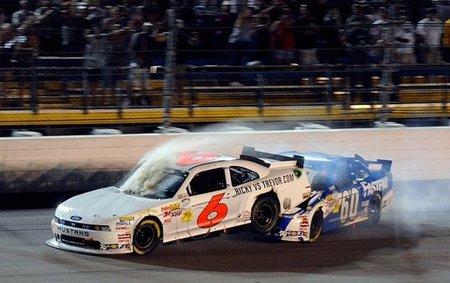Cruzando la línea de meta estilo NASCAR