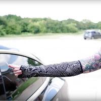 Mujer se implanta en el brazo un chip para poder abrir su Tesla Model 3